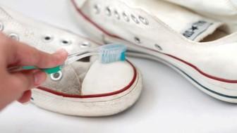 Beyaz Bez Spor Ayakkabı Nasıl Temizlenir?