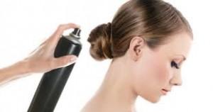 saç spreyi ile sakız lekesinden kurtulun